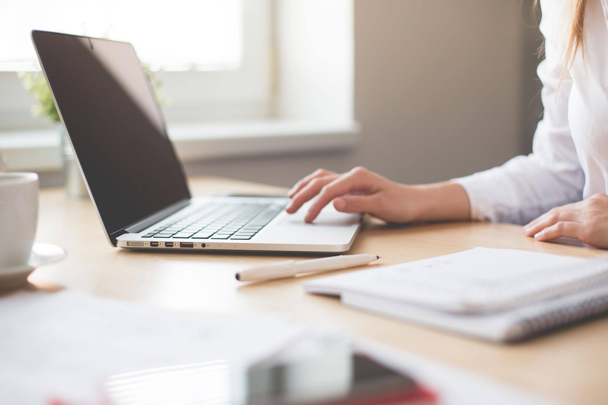 Bewerbung am Laptop schreiben
